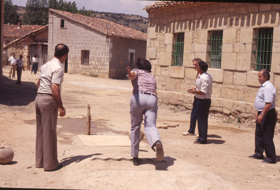 BU_Quintanalara_Juego-de-Bolos_1982_foto-Benito-Arnáiz_002