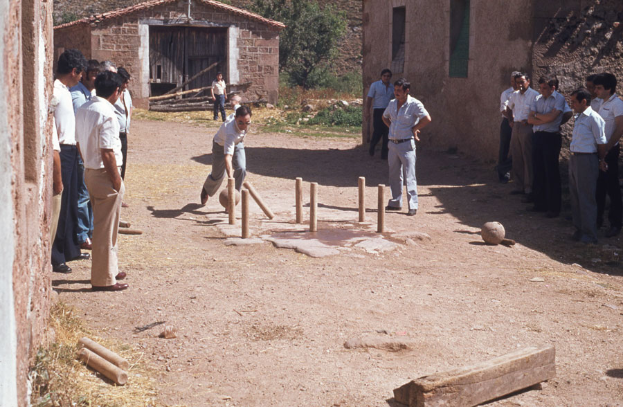 BU_Tinieblas_Juego-de-Bolos_1981_foto-Benito-Arnáiz_002