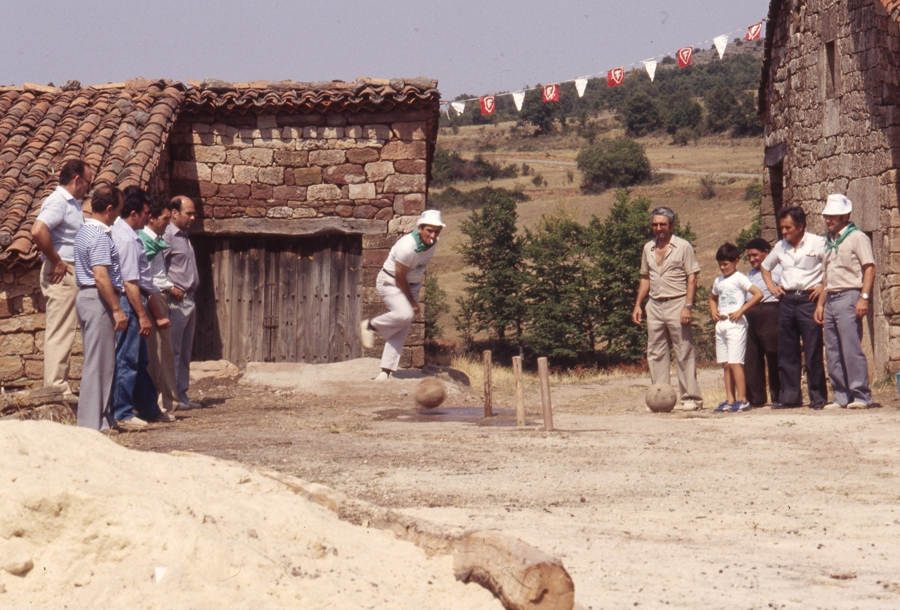 BU_Villoruebo_Juego-de-Bolos_Agosto-1982_foto-Benito-Arnáiz_003