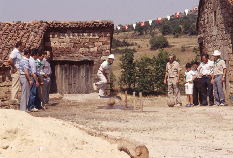 BU_Villoruebo_Juego-de-Bolos_Agosto-1982_foto-Benito-Arnáiz_003