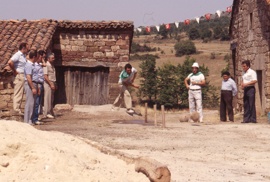 BU_Villoruebo_Juego-de-Bolos_Agosto-1982_foto-Benito-Arnáiz_004