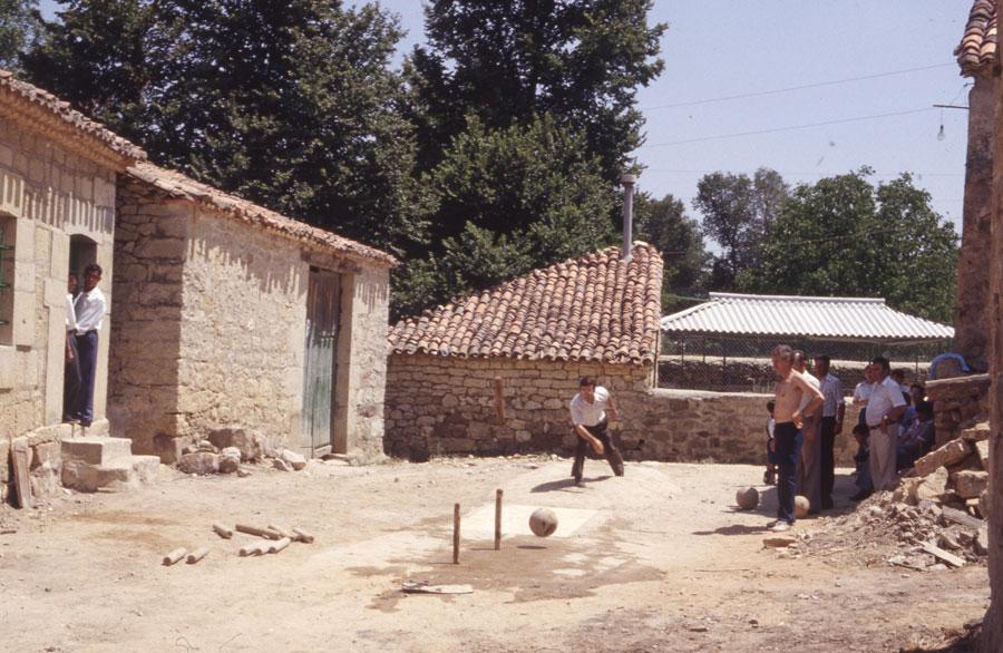 BU_Quintanalara_Juego-de-Bolos_1982_foto-Benito-Arnáiz_001
