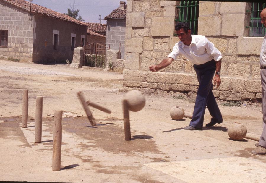 BU_Quintanalara_Juego-de-Bolos_1982_foto-Benito-Arnáiz_003