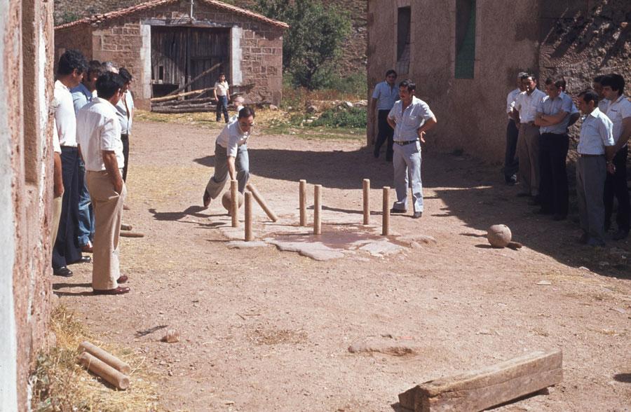 BU_Tinieblas_Juego-de-Bolos_1981_foto-Benito-Arnáiz_002