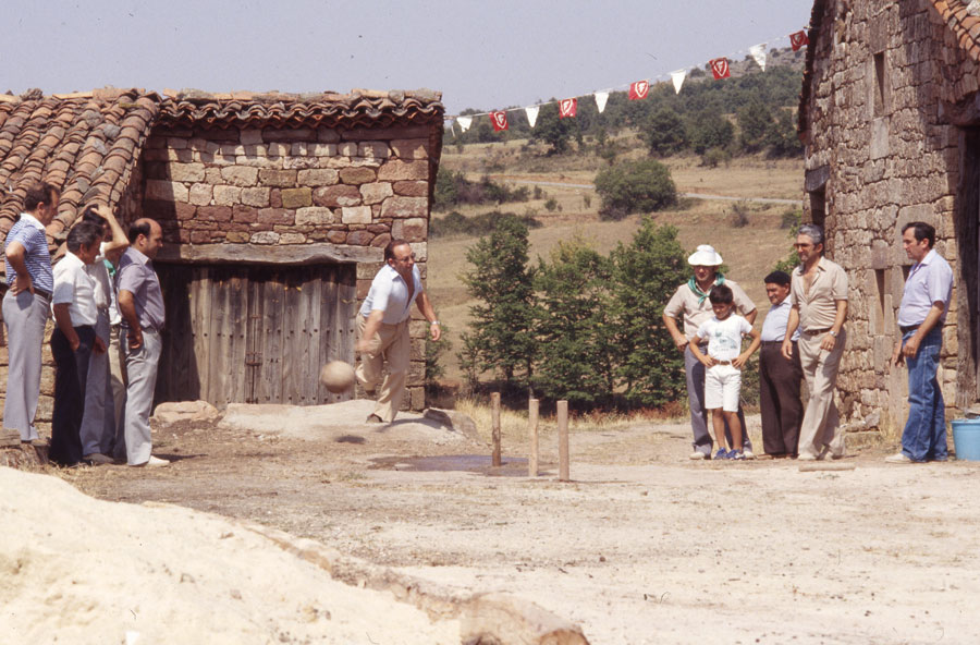 BU_Villoruebo_Juego-de-Bolos_Agosto-1982_foto-Benito-Arnáiz_001